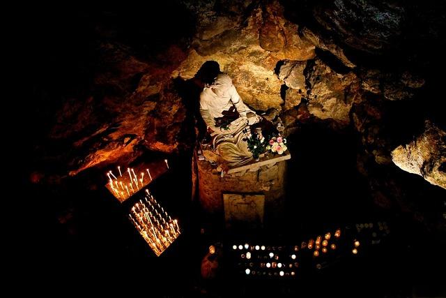 Prayer cave christian, religion.