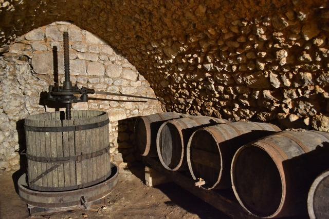 Press cave barrel.