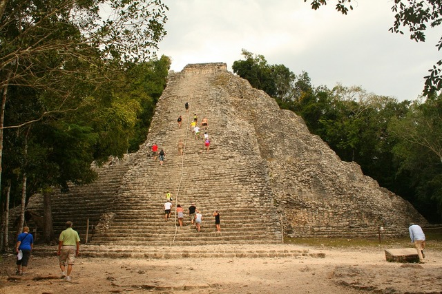 Pyramid mayan culture history, places monuments.