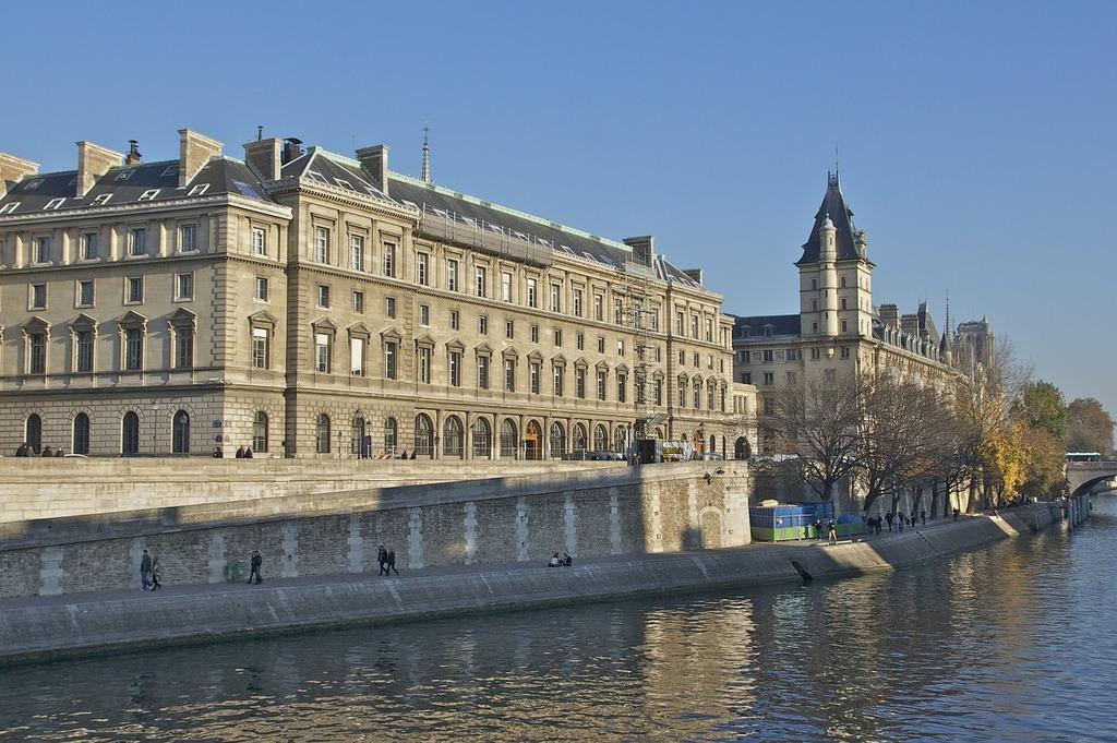 Quai des orfèvres paris palais de justice, architecture buildings.