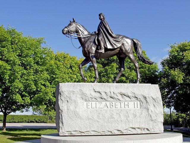 Queen elizabeth statue ottawa, places monuments.