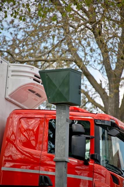Radar blitzer speed detection, transportation traffic.