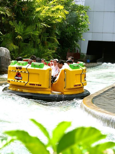 Rafting amusement park universal studios.