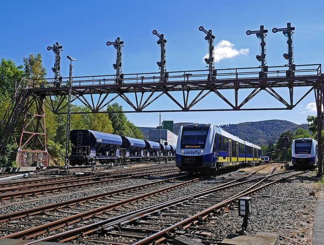 Railway gleise gantry, transportation traffic.