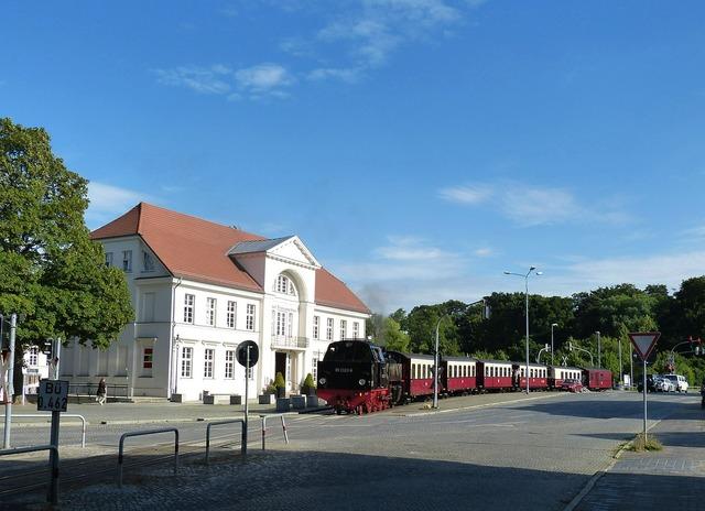 Railway train transport, transportation traffic.