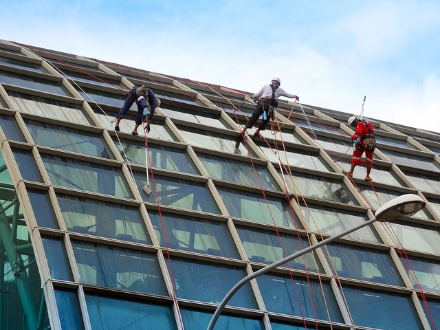 Rappelling rope safety, industry craft.