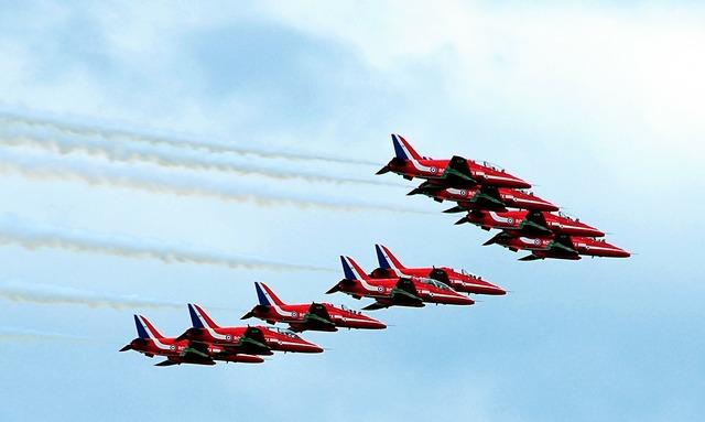 Red arrows united kingdom farnborough air show.