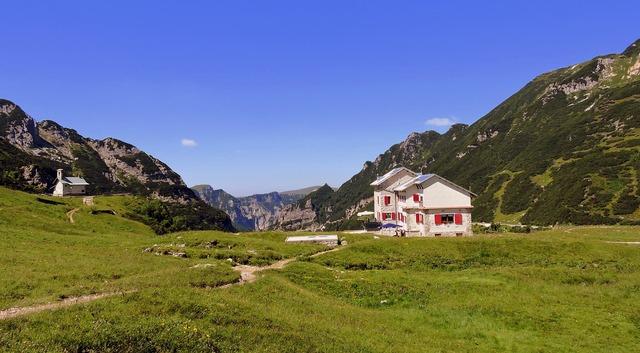 Refuge mountain prato, nature landscapes.