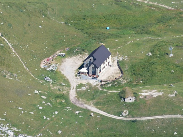 Rifugio mondovì alpine hut mountain hut.