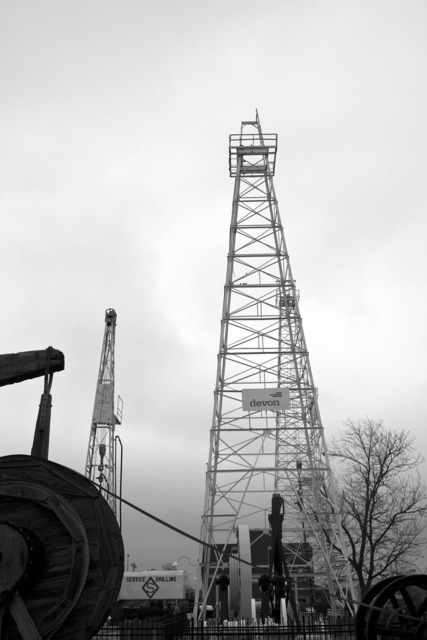 Rig drilling oil.