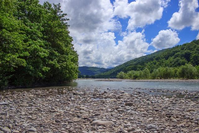 River the caucasus hills.