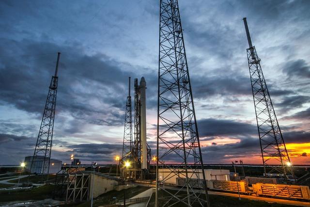 Rocket launch countdown spacex, transportation traffic.