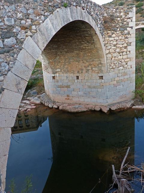 Roman bridge stone bridge arc.