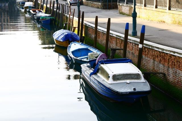 Romance italy boat.