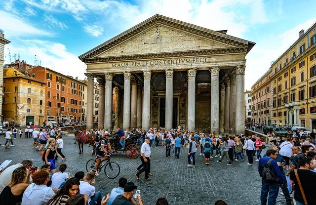 Rome pantheon piazza.