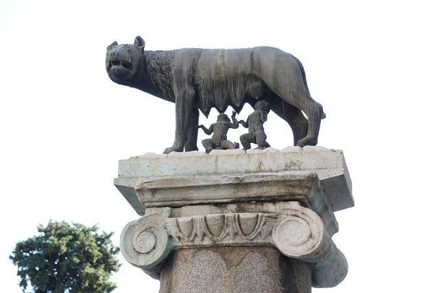 Romulus and rafi capitoline hill mythology, travel vacation.