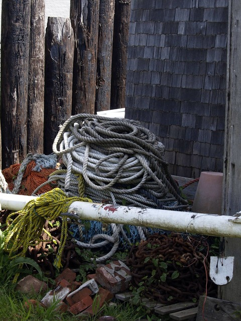 Ropes net fishing equipment.