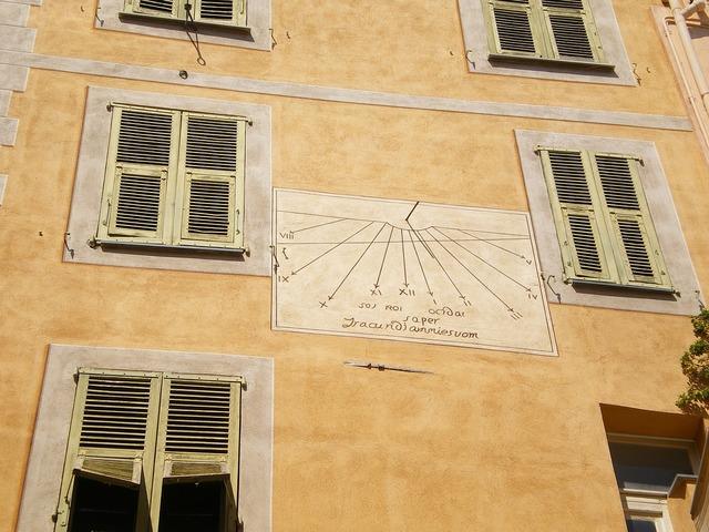 Roquebrune facade sundial.