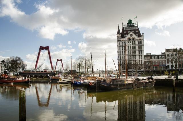 Rotterdam willemsbrug skyline.