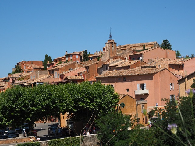 Roussillon community village, travel vacation.