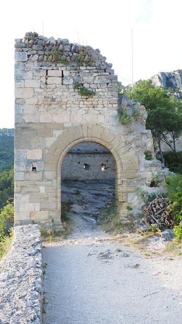 Ruin castle ruin of philippe de cabassolle.