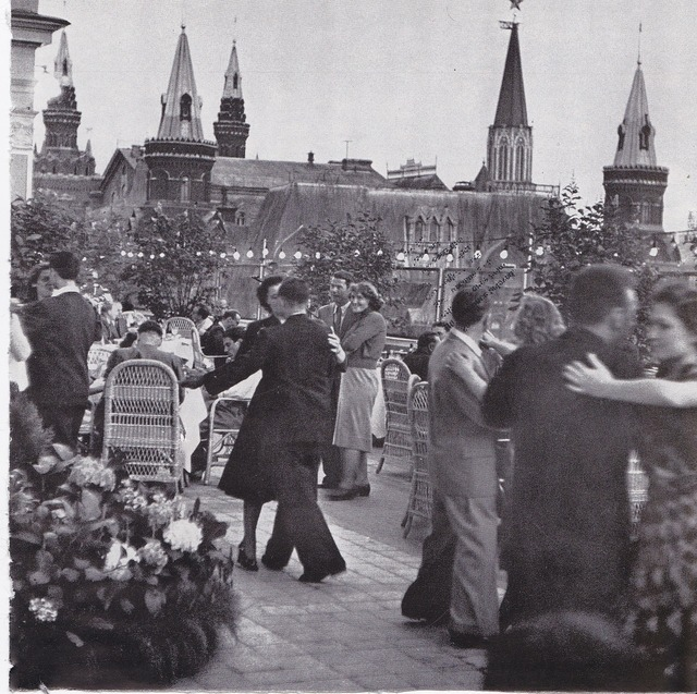 Russia couples dancing.