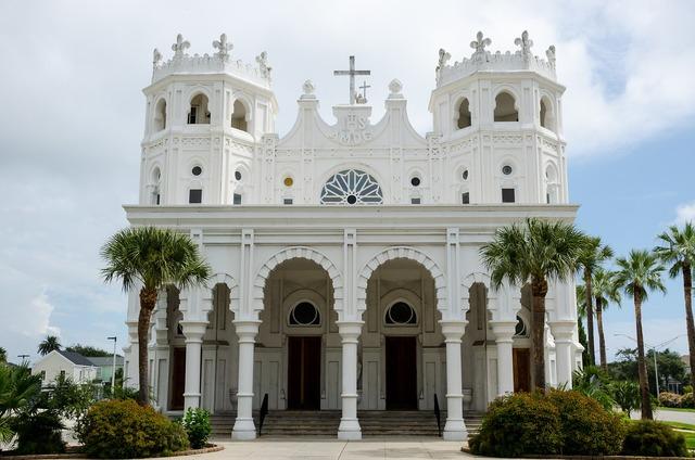 Sacred heart church church usa, religion.