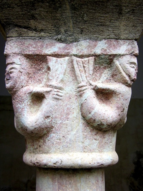 Saint-génis-des-fontaines abbey capital.