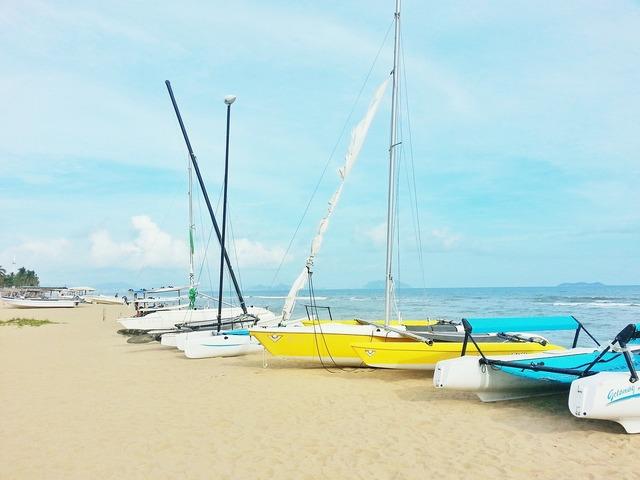 Sanya marine blue sky, travel vacation.