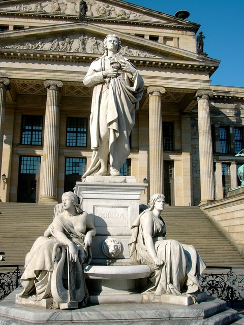 Schauspielhaus monument to schiller gendarmenmarkt.