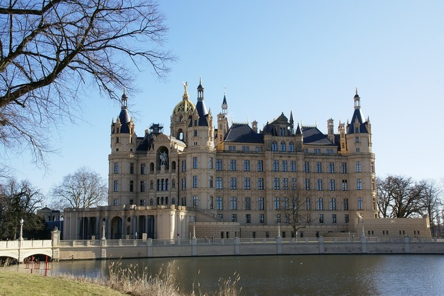 Schwerin castle burgsee, architecture buildings.