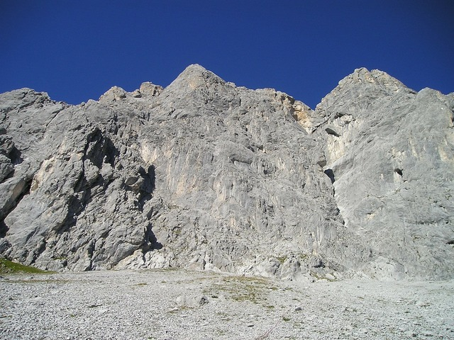 Scree gravel drusenfluh.
