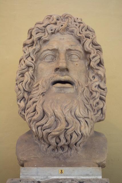 Sculpture buyust the vatican.