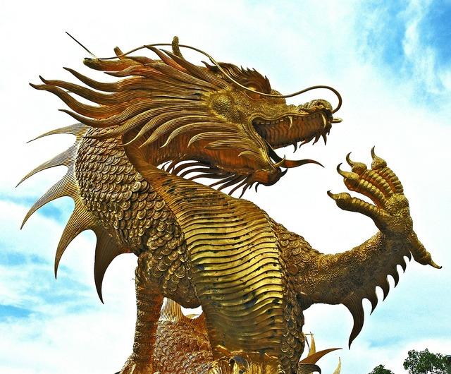 Sculpture dragons golden.