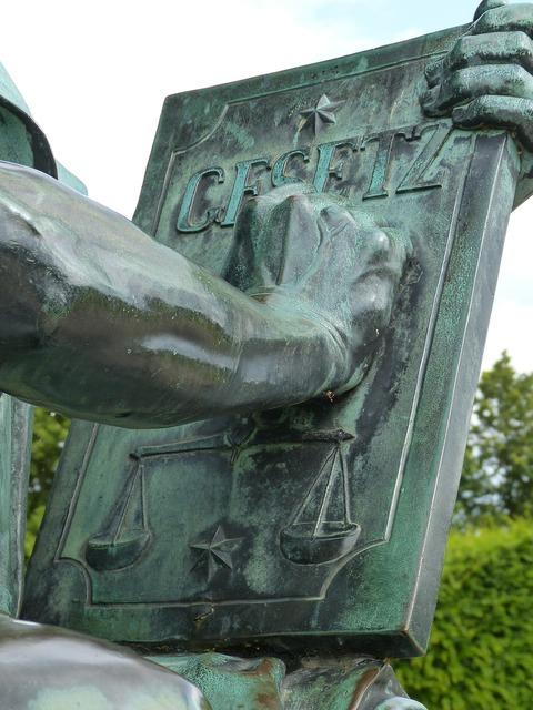 Sculpture justizia schwerin.