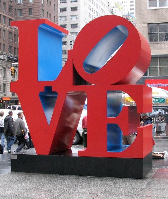 Sculpture love new york, emotions.