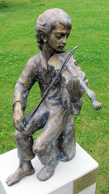 Sculpture music violin, music.