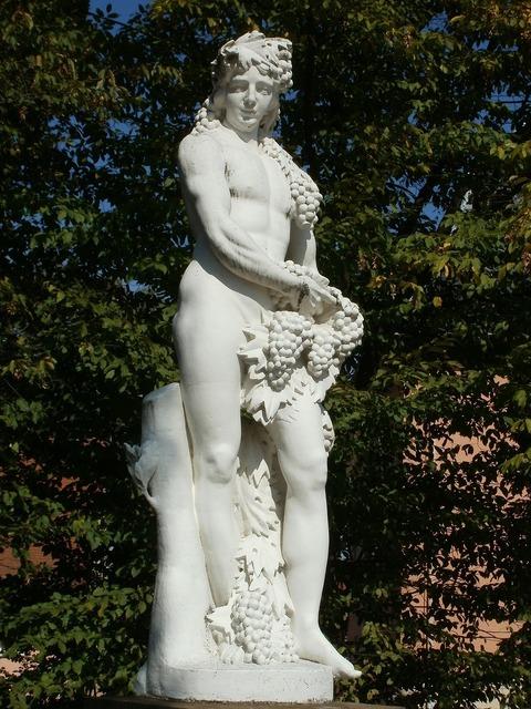 Sculpture statue bacchus.