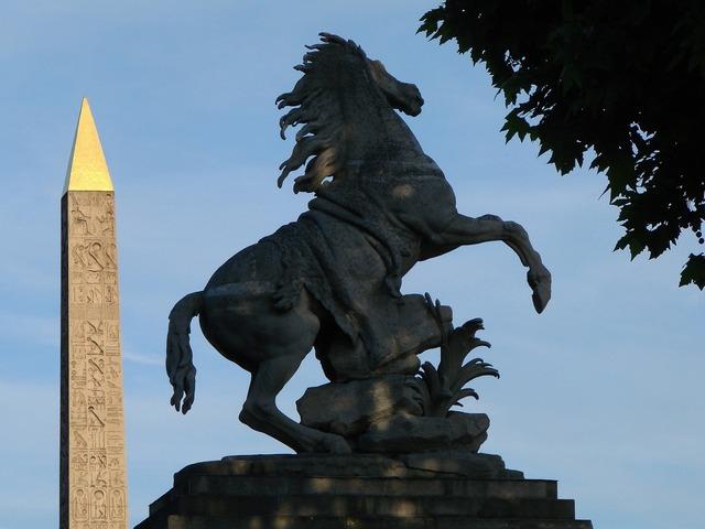 Sculptures obelisk horse, architecture buildings.