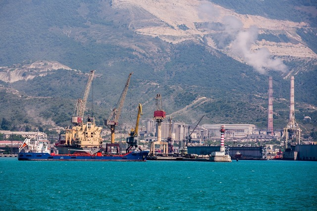 Sea crane ship.