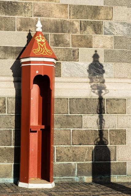 Sentry box shadow lamp.