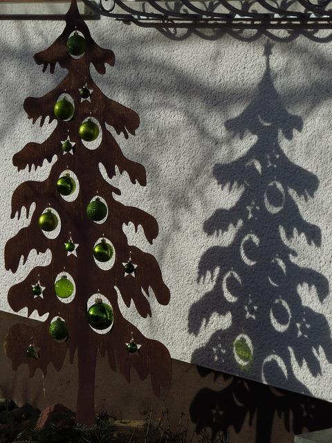 Shadow drop shadow christmas tree.