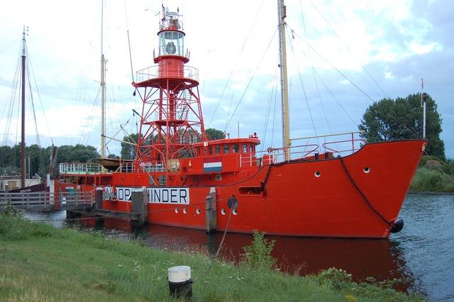 Ship beacon red.