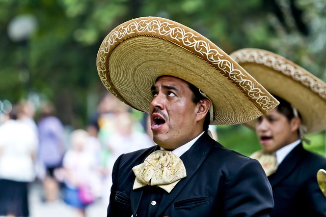 Singer mexicans sing, people.
