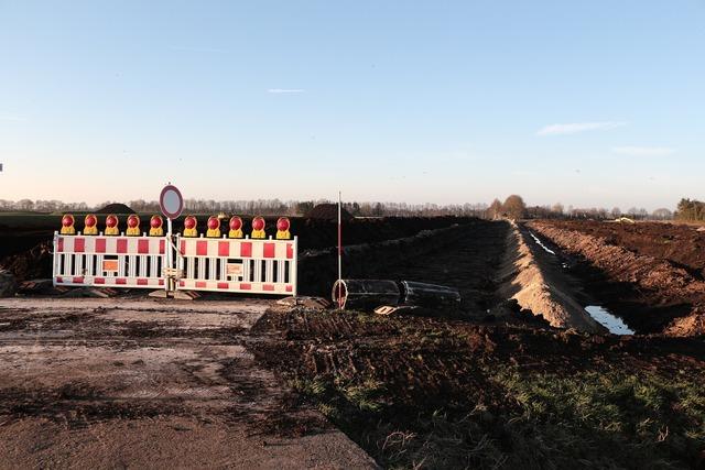 Site barrier demarcation, transportation traffic.