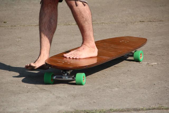 Skate board roll, transportation traffic.