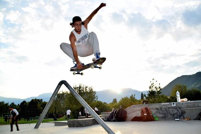 Skate skateboarden skateboarding, people.