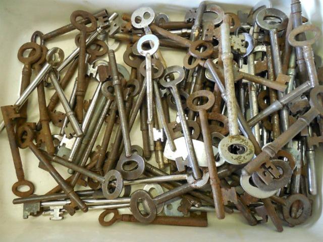 Skeleton keys antique, architecture buildings.