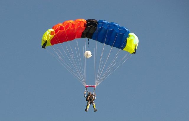 Skydiver parachute skydiving.