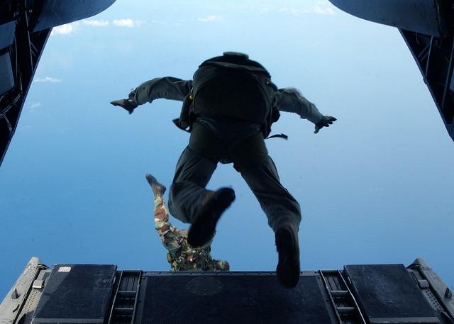 Skydiving jump high altitude, people.
